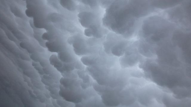 clouds-59140_640